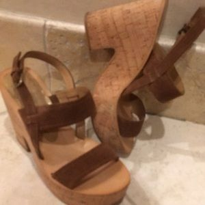 Dolce Vita Platform sandals size 8